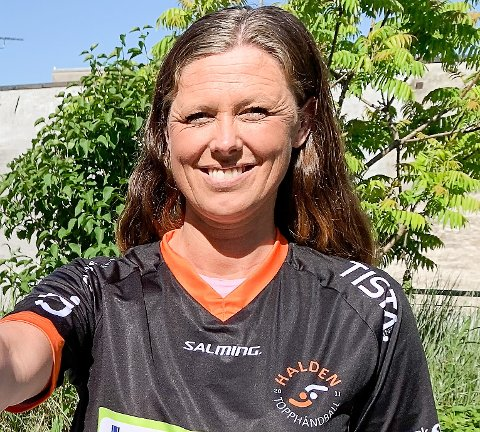 SPORTSLIG LEDER: Nina Staal og Halden Topphåndball forstår ikke hvorfor forbundet sier ja til kvalkamper om nedrykk - når resten av sesongen er avlyst.