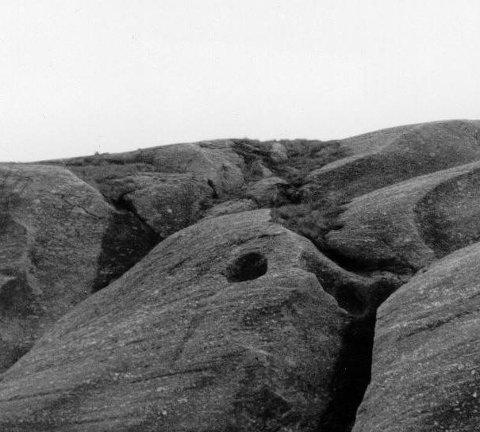 Jettegryter:  De finnes i området vest for Løkjelsvatn-hyttene. Foto: Nils Haukeland