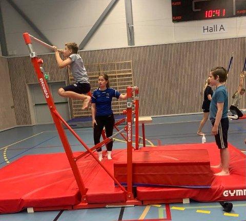 Fet idrettslag tilbyr 1.000 barn og unge gratis sommeraktiviteter, blant annet i Eika Fet Arena. Foto: Vanja Ranum