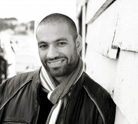 Marco Elsafadi er etter kvart ein kjent og engasjerande føredragshaldar og motivator , og skal leia foreldremøtet til Undarheim i kinosalen på Husnes tysdag kveld. Her frå då han var på inspirasjonssamling i Uskedalen i 2014. (Arkivfoto).