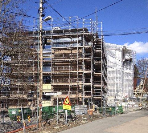 LJABRUHJEMMET: Det gamle sykehjemmet bygges nå om og  blir 54 nye leiligheter i et Omsorg Pluss-konsept. Foto: Aina Moberg