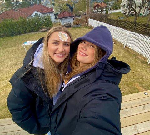 (f.v.) Maiken Rønning og Johanne Haarklou Jensen er venninner og medruss. I morgen skal de ta på seg russedressen og feste i en måned i strekk.