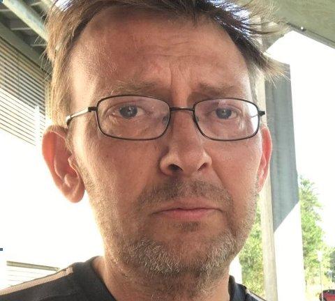 SAVNET: Har du gjort observasjoner av denne mannen ønsker politiet at du tar kontakt via telefon på 64 99 91 30. Bildet brukes i samråd med pårørende.