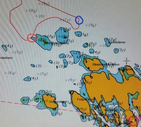 Den blå ringen viser hvor Redningsskøyta Stormbull fant båten som var i ferd med å synke. Den røde ringen viser hvor de fant båtføreren i en gummibåt.