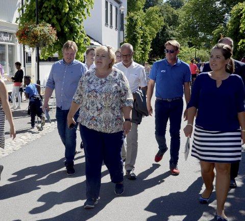 Nytt besøk: Tirsdag kommer statsminister Erna Solberg til Larvik. Her fra hennes besøk under litteraturfestivalen i Stavern i fjor.