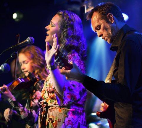 Dr. Nielsen: Fred Ove Halvorsen, Kari Anne Eikenes, Rebecca Nøstrud Isaksen og de andre i bandet gledet også porsgrunnsfolk på Sanden.