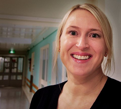 ADVARER: Hudspesialist Kjersti Danielsen i Tromsø advarer menn mot udokumenterte mirakelkurer som lover ny hårvekst. Foto: Bengt Nielsen
