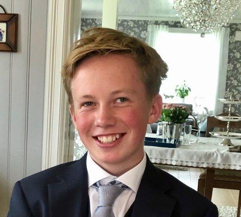 MORSOMT MINNE: Martin Gran (15) glemmer nok ikke konfirmasjonen sin med det første, takket være gaven fra foreldrene. Her er han under konfirmasjonsselskapet.