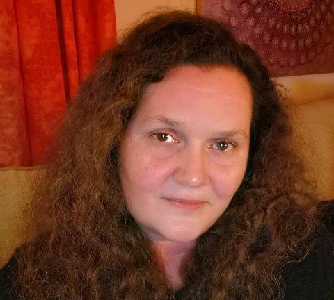 """Linda Olsen bruker mange timer som administrator i den store Facebook-gruppa """"VI som vil mordersneglene til livs""""."""