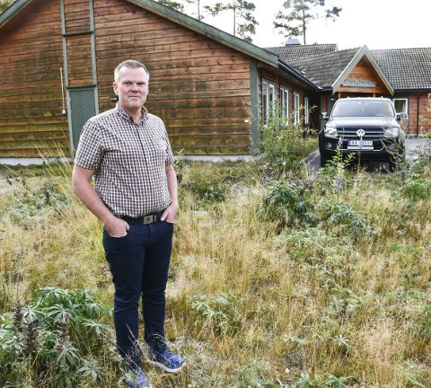 Skal utvide: I fjor kjøpte Aslak Askland Åmli Veksthus i Engene næringsområde. Nå skal han utvide bygget, og inn flytter bedriften Best på Skog AS, som Askland eier sammen med Sigmund Lindtveit. Foto: Marianne Drivdal