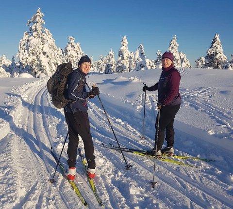 Aase-Mari og Håkon Ufsvatn fra Vegårshei hadde en flott dag i Fjellmannsløypa forleden. Foto: Knut Sunde