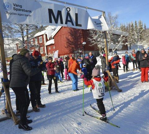 Mot Mål: Her er det Egil Karlsen (f.v.), Endre Victor Lunde og Andris Kvam som tek tida. Alle deltakarane fekk medalje sjølvsagt – til stor applaus.