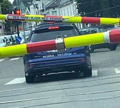 AU DA! Føreren av denne bilen sier han var litt for optimistisk.