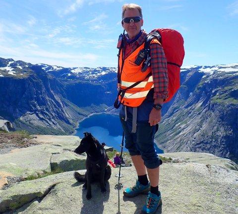 Leiv Varberg står i spissen for fjellvaktordninga ved Trolltunga. Han meiner spesielt mange unge undervurderer turen til Trolltunga.