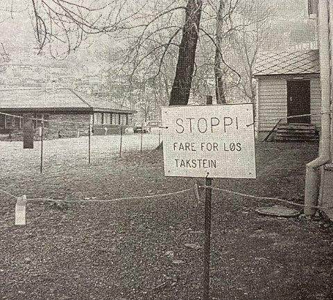 Inngangen til dåpsrommet i Odda kirke ble i mars 1996  stengt på grunn av løse takheller. Det var ikke midler i budsjettet til å fikse taket.
