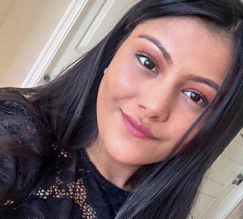 BER FOLK VÆRE OBS: Samjana Baniya ble utsatt for den samme svindelen som nå går på sosiale medier. De betalte for en hund som trolig aldri har eksistert. Det skjedde i 2015. Nå advarer hun andre mot å bli svindlet.