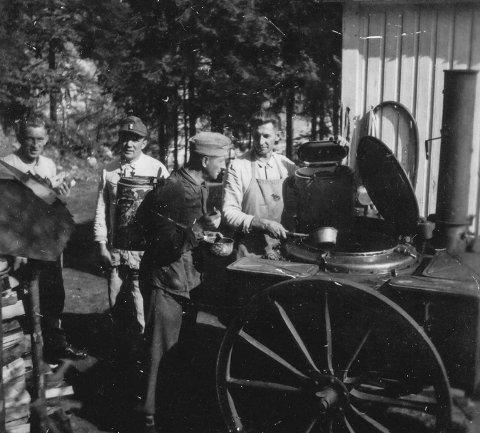 Matservering under krigen. Bildet er tatt ved Gimle i Sannidal.