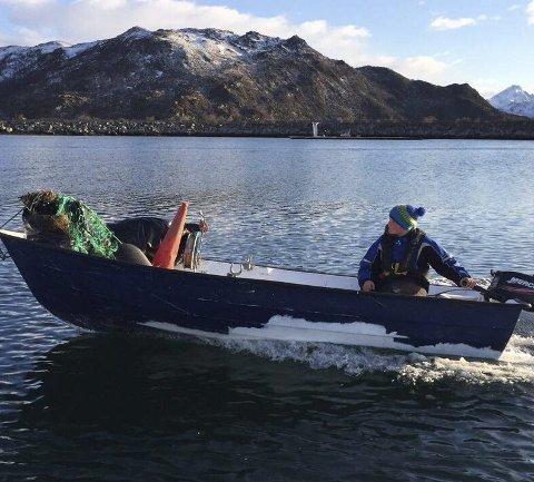 LASTET: Båten til Henning var godt lastet med skrot og søppel.