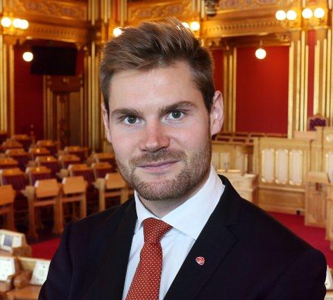 STORTINGSREPRESETANT: - Finansminister Siv Jensen (Frp) må svare på det skriflige spørsmålet før jula setter inn, sier Nils Kristen Sandtrøen (Ap).