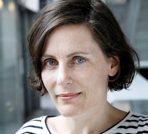 BESØKER RAKKESTAD: Forfatter Monica Isakstuen kommer til Rakkestad Bibliotek torsdag kveld.