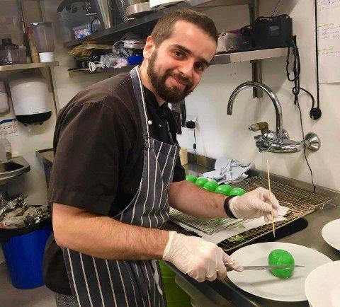 LIDENSKAP FOR MAT: I 2019 fikk Konrad Kozlowski drømmejobben og startet som kjøkkensjef på Sogndalstrand Kulturhotell i Dalane.