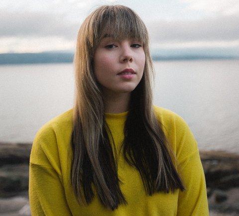 DRØMMER OM Å LEVE SOM ARTIST: Cecilie Helgedal (21) fra Mjøndalen har nå gitt ut sin første singel under artistnavnet CeCe Evelyn.