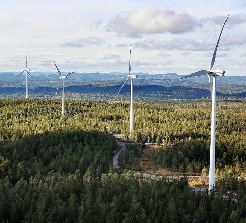 AVKLARES IL VÅREN: E.ON varsler at de vil ta den endelige investeringsbeslutningen i månedsskifte april/mai 2019. Da avklares det om det blir bygging av slike vindmøller i Sognkjølen og Engerfjellet. Bildet er fra et tilsvarende anlegg i Ludvika i Sverige.
