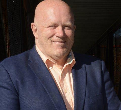 Oppland fylkeskommune tildeler 13 millioner kroner til etableringen av Kompteansesenter for offentlig innovasjon (KOI)På bildet ses dekan Peer Jacob Svenkerud, Handelshøyskolen ved Høgskolen i Innlandet , fylkesordfører Aud Hove, og rektor Kathrine Skretting ved Høgskolen i Innlandet.