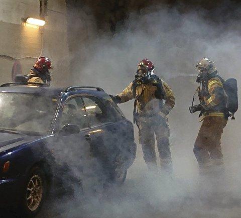 Eidfjord brannvern skulle gjerne hatt ein eller to nye konstablar med på laget. Her frå øving. Foto: Eidfjord brannvern