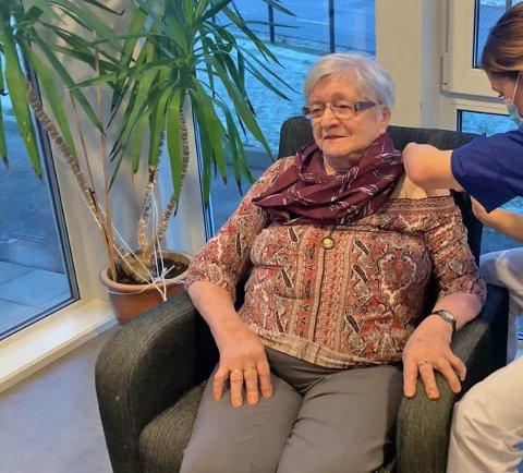 FØRST UT: Martha Olson (94) tok Bømlos første vakine torsdag.