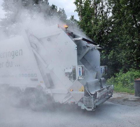 FIKK PANIKK: – Jeg var sikker på at lastebilen hadde tatt fyr, forteller Jørgen Golten (34). Han er renovasjonsmedarbeider i HIM Transport.