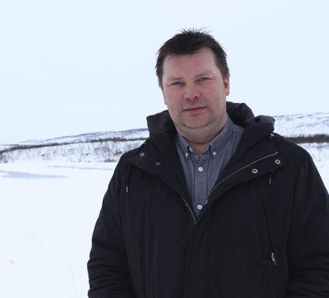 MISVISENDE TALL: Styreleder Rune Aslaksen i rettighetsorganisasjonen Laksebreveiere i Tana hevder at regjeringen opererer med helt misvisende tall når det gjelder garnfisket. Det reduseres i praksis med 81 prosent, ikke 30.Foto: Eilif Aslaksen