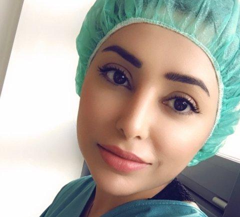 Saiqa Walayat blei lege slik som foreldra ønska. Sjølv drøymde ho om å bli «business woman». I dag har ho fått i både pose og sekk. (Privat foto).