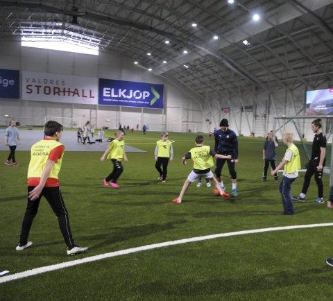 ARENA FOR MANGE: Valdres storhall huser både fotballspillere og andre idrettsutøvere.