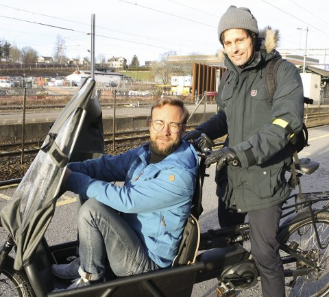 STØTTEORDNING: Vetle Bo Saga og Jon-Finngard Moe vil gi Ski-folk pengestøtte for kjøp av elsykkel. FOTO: KARIN HANSTENSEN