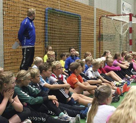 Har tatt vis inn i sporten: Jordet skole arrangerte «Fairplaydag», og trakk VIS inn i sporten.
