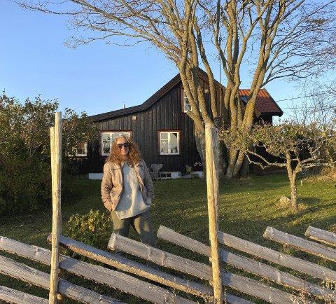 1 Margrethe B. Friis på eiendommen på Tjøme. (Foto: Kaare Weider) 2 Arkitekten er også opptatt av kunst. (Foto: Kaare Weider) 3 Her er vinnerutkastet til SKREI-museum i Lofoten, illustrasjon: LPO arkitekter.
