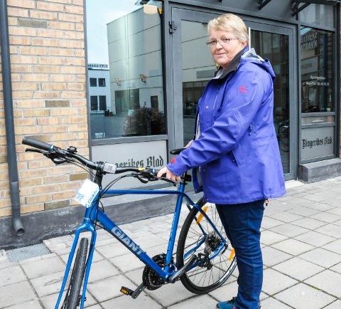 Vant sykkel: Inger Marie Juverud Berntsen vant sykkel etter å ha deltatt i Ringerikes Blads quiz på Ringeriksdagen.