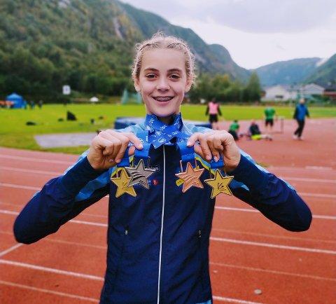 MEDLAJEFANGST: Anna Birgitte Melbye (13) med en dags medaljehøst fra Lerøylekene etter å ha deltatt på fire øvelser