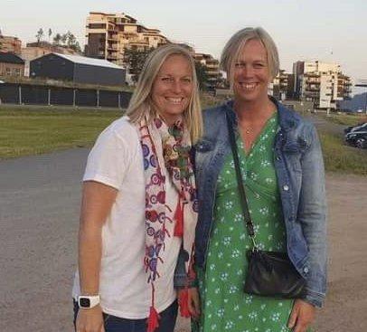 På festival: Ordfører Elin Gran Weggesrud og partikollega Mette Kalve fra Holmestrand koste seg på Bryggefestivalen lørdag.