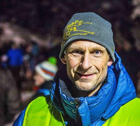 Lederen: Rennleder Arild Bergsland var storfornøyd med årets første skolekarusellrenn. - Det hjalp med mye snø, sa han.