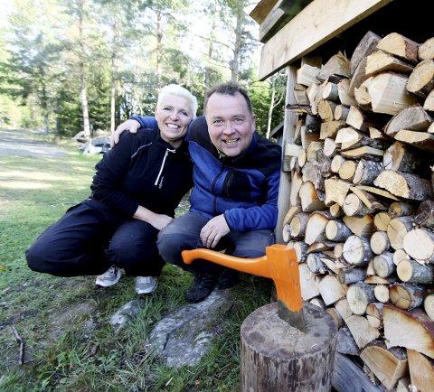 STORFORNØYDE: Vivian og Odd Arne Ruud driver Fagerås Feriekoloni som er svært godt likt av gjestene. Nå opplever de tidenes beste sommersesong.