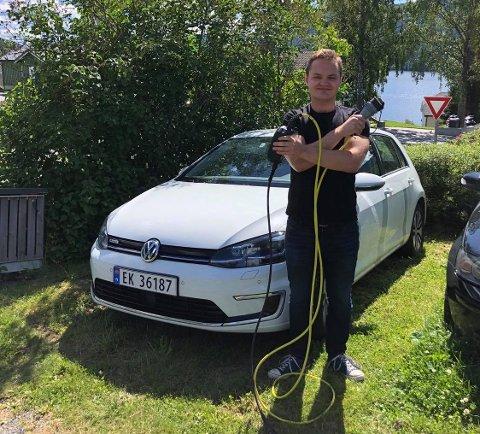 FORNØYD: Olav Bjerke er svært fornøyd med med elbilen han kjøpte fra Valdres Auto i 2017.