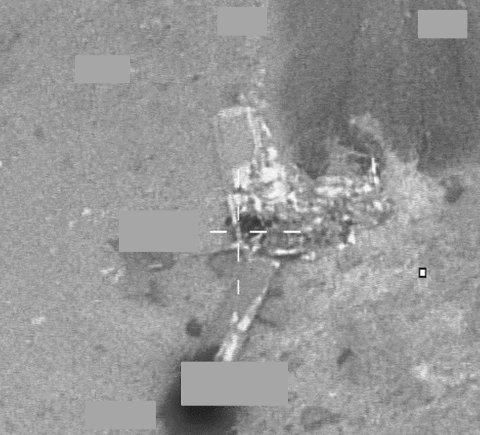 Bildet viser funn av det havarerte flyet, tatt av Forsvarets F-16 litt over klokken ett natt til onsdag.