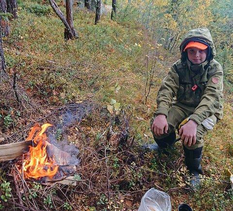NATUROPPLEVELSEN: Ola Green trives på jakt og synes det er hyggelig å fyre bål.
