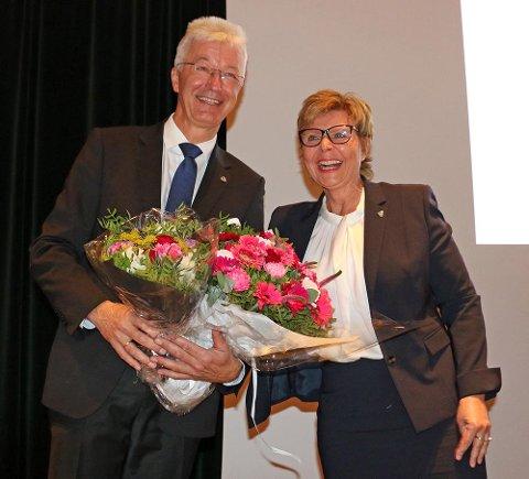 NY JOBB: Leiar i fellesnemnda, Anne Gine Hestetun, gratulerer Natalia Golis, som den første fylkesvaraordførar i Vestland.