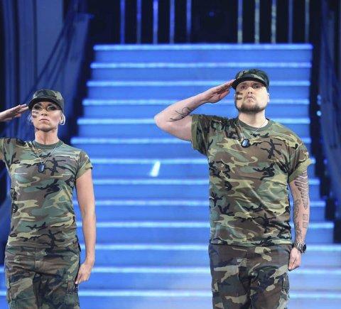 Hyllest til veteraner: Stian Thorbjørnsen og Alexandra Kakurina i showdansen lørdag.Foto: Thomas Reisæter/TV2