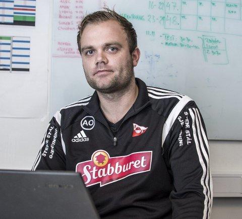 Årets unge trener: Aleksander Olsen mottok fredag prisen som årets unge trener. foto: geir a. carlsson