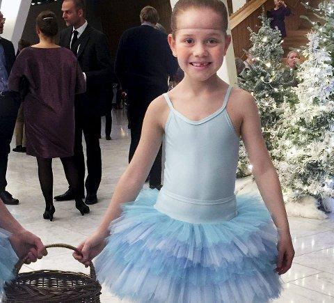 Spent: Adele Nathalia Sørensen har travle og morsomme dager som snøball i «Nøtteknekkeren» på Den Norske Opera og Ballett.
