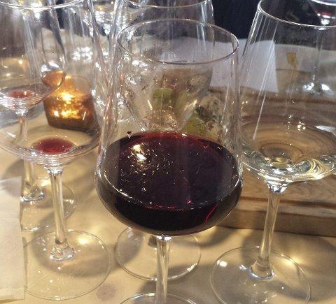 FOR MYE:  6 av 10 mener det drikkes for mye alkohol i julen, spesielt når en er sammen med barn.